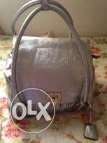 UsedSilver Color Bag from Highlands in verygood condtion forOnly 60QR