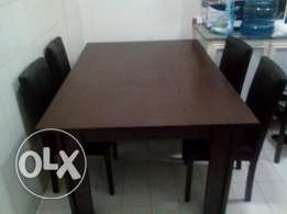 dinning table with 6 chairs in very good condition