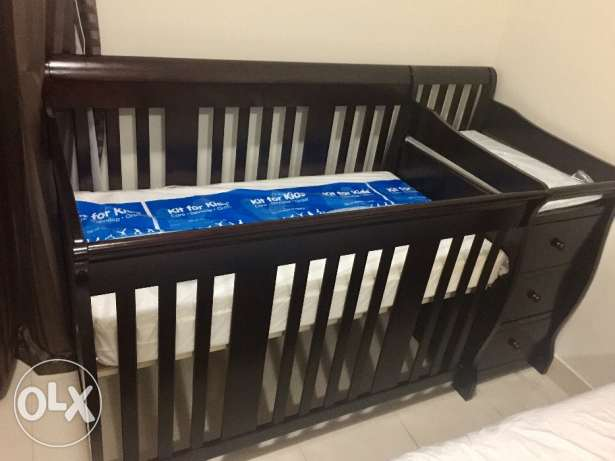 New Giggles baby bed with changer