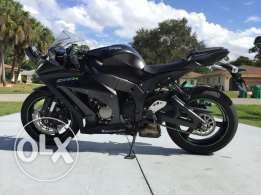2015 Kawasaki Ninja ZX-10R in like new condition