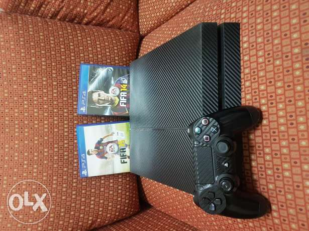 Ps4 console, one controller with 3 gamed