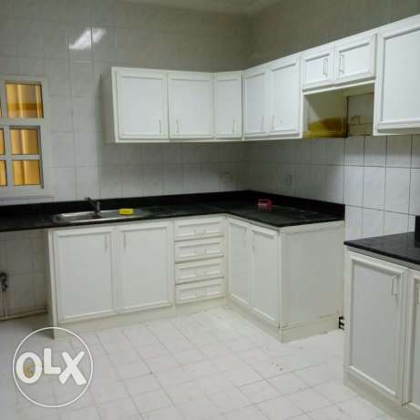 Unfurnished 3-Bedrooms Apartment in AL Nasr النصر -  8