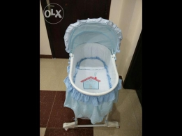 baby rocking bassinet in new condition