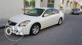 Nissan Altima 2009 for sale very good condition leaving expat