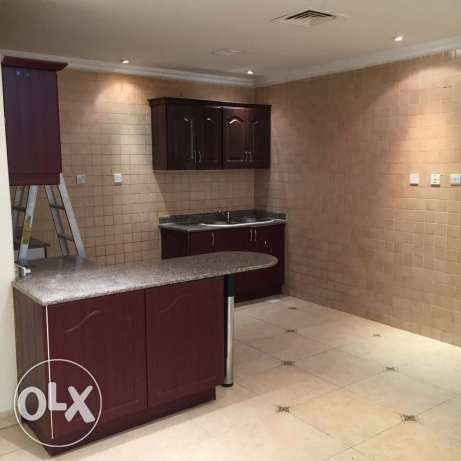 Unfurnished 3-Bhk Clean Apartment in AL Nasr النصر -  1