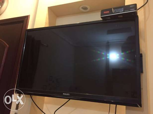 "32"" Philips LED TV + HD Airtel reciever"