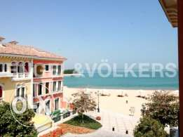 Spacious 3 Bedroom Townhouse with direct Beach access