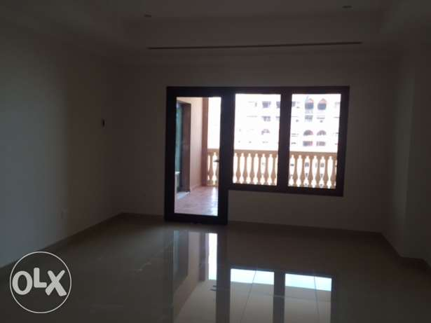Spacious one bedroom apartment with office in Porto Arabia