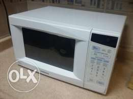 Barely used Samsung Microwave 28L White 1,000W