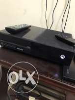 xbox one with controller and 2 rechargeable batteries