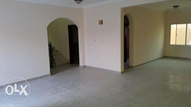 Compound villa 4 bhk available in al Rawda