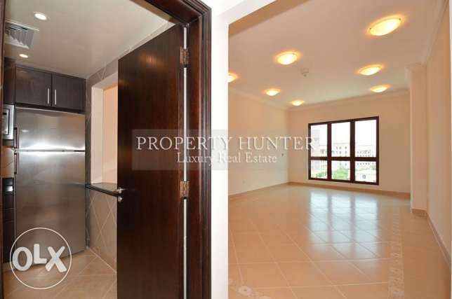 2 Bed Home in Medina Centrale with Piazza View