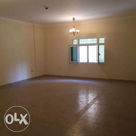 Unfurnished 3-BHK Flat in AL Nasr, QAR.8500