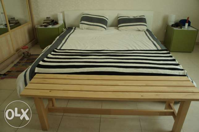 King size bed, 2 bed side tables and front bench