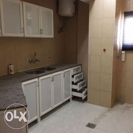BRAND NEW Semi Furnished 2-Bedrooms Flat in Bin Mahmoud فريج بن محمود -  5