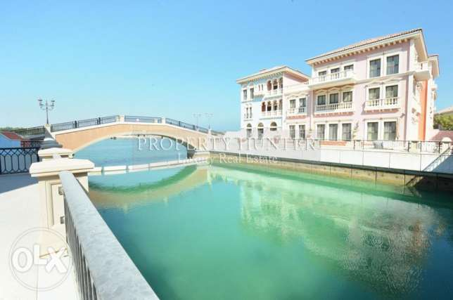 Duplex Townhouse Direct on the Canal + 1 month free