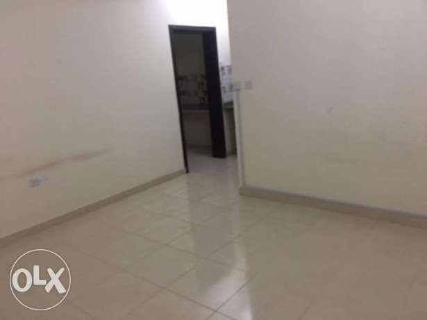 unfurnished studio in ainkaled near to safari hyper market in salwa ro