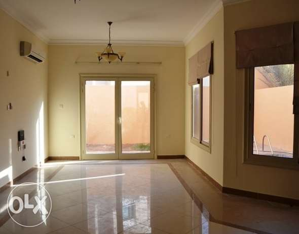 4 bedrooms villa with private pool no commission in gharrafa