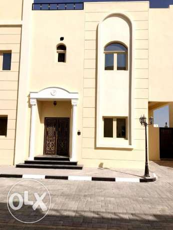 executive bachelors...7 bedrooms unfurnished compound villa at tumama