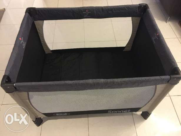 Baby travel cot portable