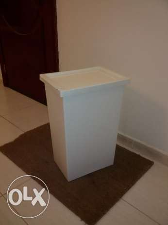 Garbage Trash Waste Bin basket with lid white color