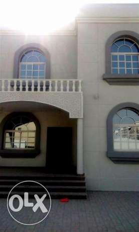 for executive bachelors..u/f 6 bedroom + ou house villa in garraffa