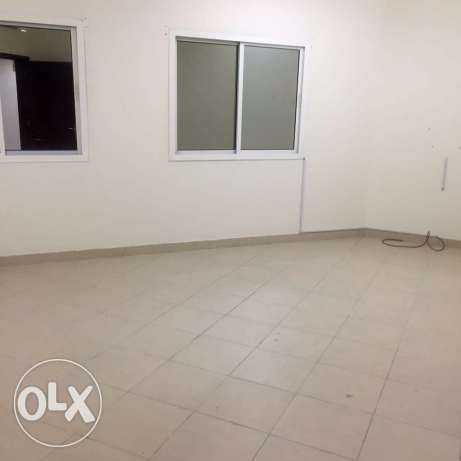 Unfurnished 1-BR Apartment in Umm Ghwailina ام غويلينه -  4