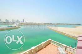 Direct on the sea 3 bed bright apartment