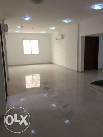 Unfurnished 4-BR CLEAN Flat in Fereej Bin Mahmoud,QR.12500
