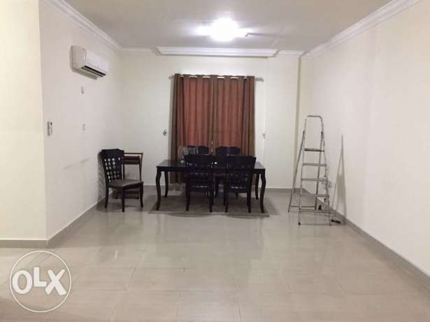 Unfurnished Nice 3-Bedrooms Apartment in AL Nasr + Gymanisium النصر -  3