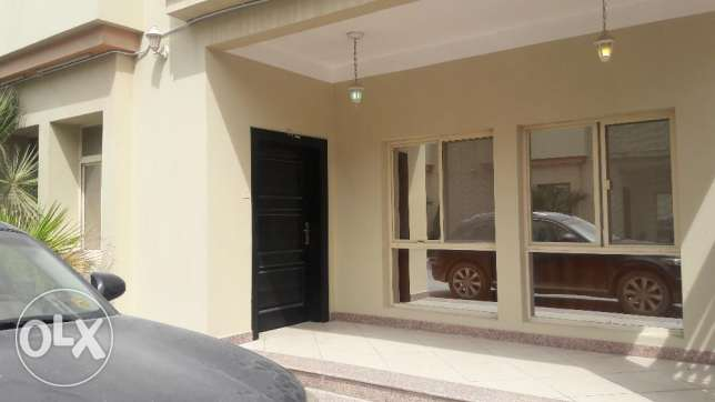4 bedroom Compound villa - Abu Hamoir