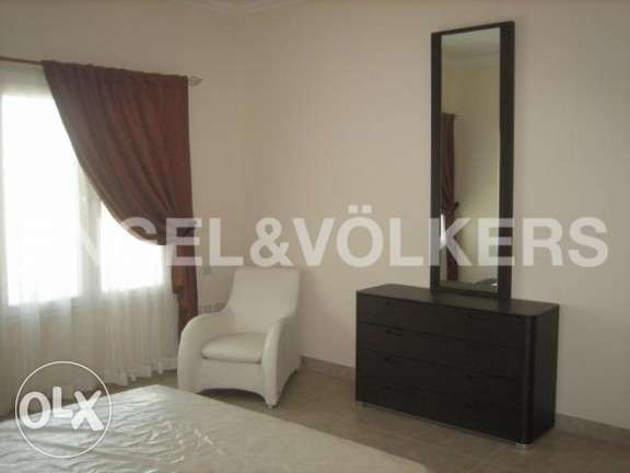 High end furnished apartment in Pearl قلب الدوحة -  2