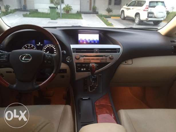 2012 Lexus RX350 3.5 Liter V6 All-wheel-drive SUV الريان -  4