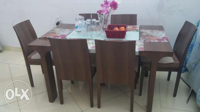 Home Center 6 Seater dining table in through away price