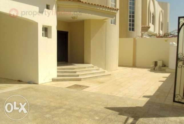 Stunning Standalone villa with pool Abuhamour Near Dar salam mall المعمورة -  8