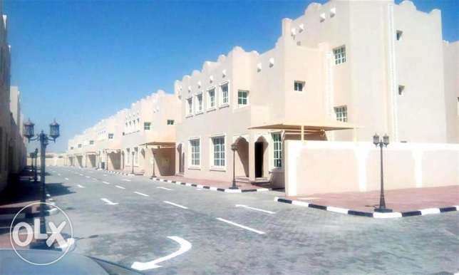 for family or bachelors,5bed unfurnished comppound villa at abu hamour