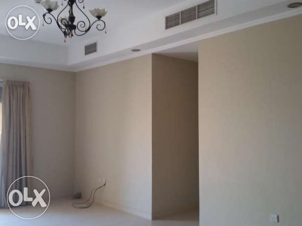 Unfurnished 2-Bhk Flat in Bin Mahmoud-Gym-Balcony فريج بن محمود -  4