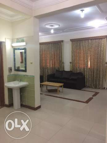Very spacious 2 bhk fully furnished flat in old airport for family