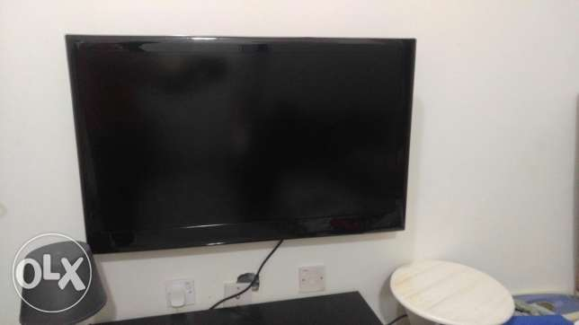 "37"" LED Tv for sale Qrs 600 only"