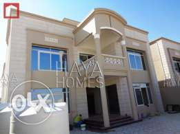 Semi Commercial Villa at the E-Ring road with ELEVATOR
