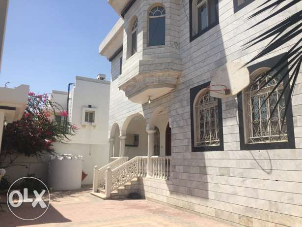 Standalone Villa with 6-bedroom in Maamoura