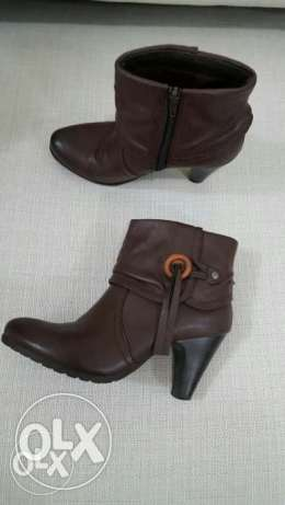 Ladies short boot