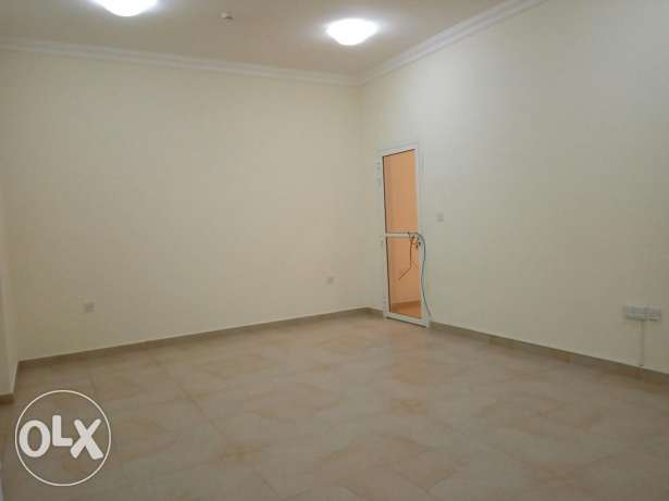 Spacious 2 bedrooms Unfurnished Flat in Al Sadd
