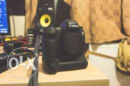 canon 6d full frame camera (body) and battery grip
