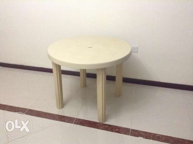 Round Table Strong Plastic