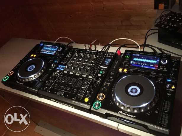 CDJ 2000 Nexus and DJM 900 Nexus