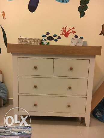 Chest of drawers for children's room (white & beige wood)