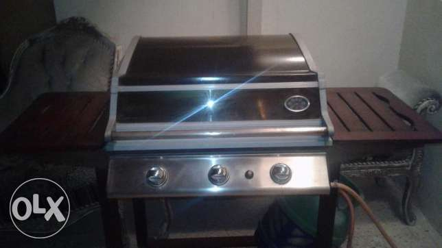 3 burner gas BBQ with cylinder
