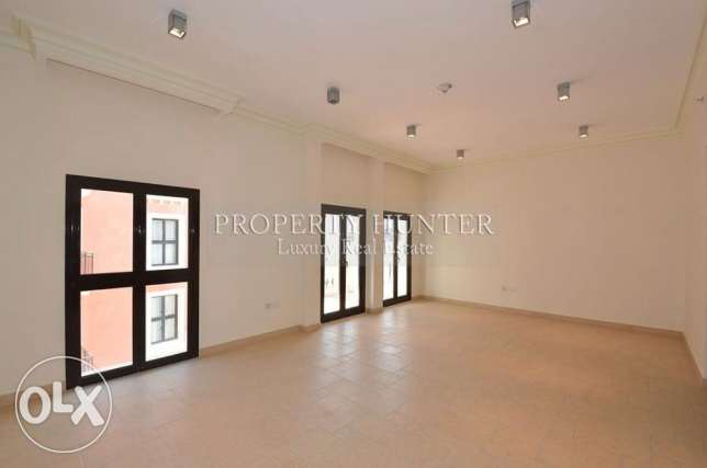 3 Bed apartment with beautiful canal views الؤلؤة -قطر -  2