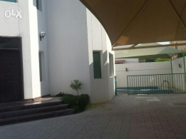 Stand alone villa 6bhk with pool rent in Abu hamour